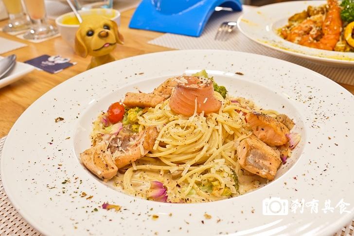 雙門洞義式美食館   結合寵物與霹靂布袋戲的雙主題餐廳 義大利麵跟燉飯都很好吃 (寵物友善餐廳) 青海家樂福後面(已歇業)