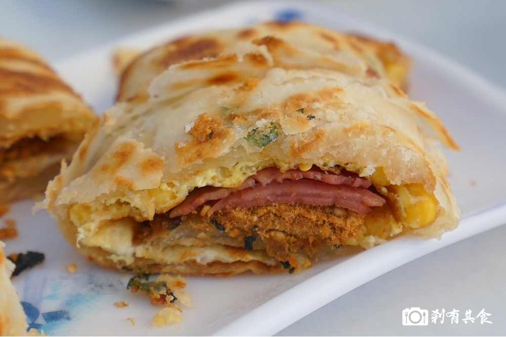 有力酥皮蛋餅 | 台中東區美食 手工現桿麵團現煎 像蔥油餅口感真的好酥啊~ 力行國小旁 ( 早餐限定 )