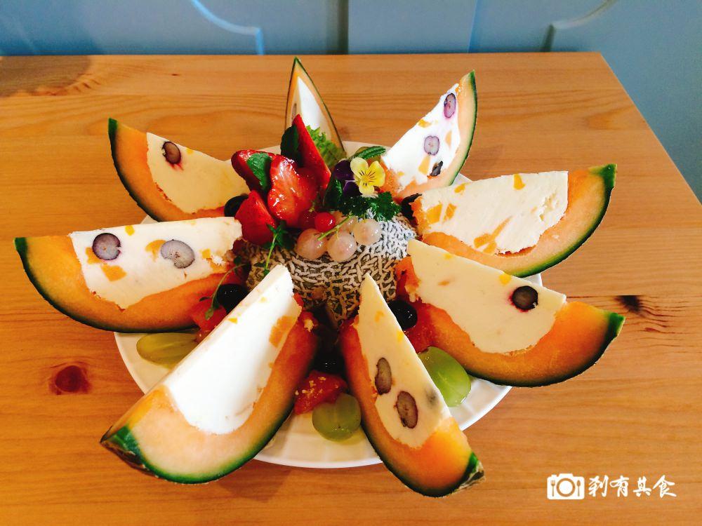 Kenfood 啃食物|台中西區甜點推薦 哈密瓜加起司,蹦出新哈味! 繽紛的水果起司蛋糕,是春天的味道